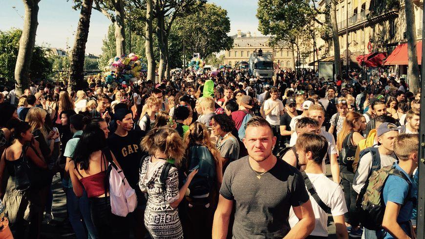 La foule dansante, à la 18ème techno parade à Paris