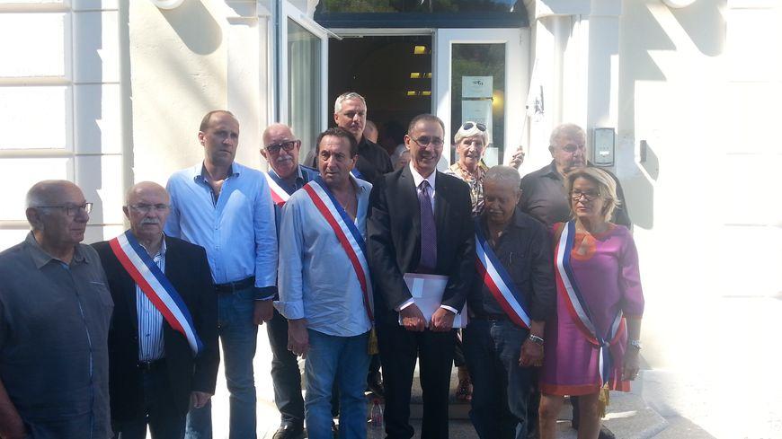 Ange-Pierre Vivoni, le maire de Sisco, entourré des collègues et soutiens