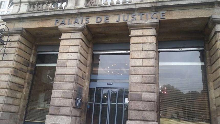 La comptable d'un lycée de Saint-Brieuc a été condamnée à deux ans de prison avec sursis pour avoir détourné de l'argent de la cantine - Maxppp
