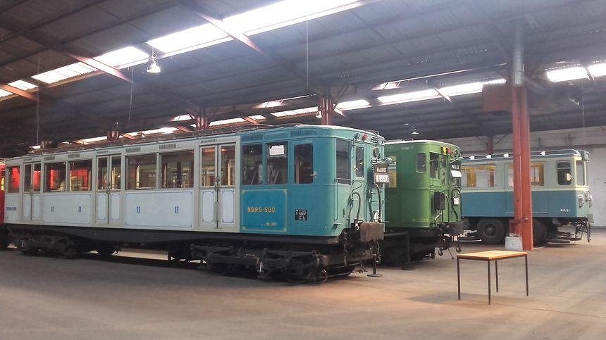 Des dizaines de vieilles rames de train, RER et de vieux bus comme terrain de jeu - Radio France