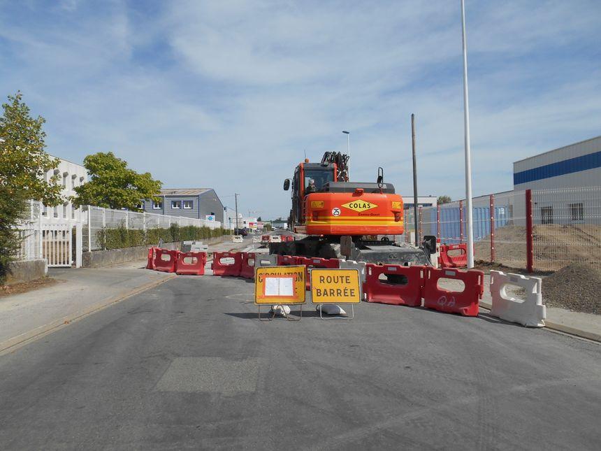 Des travaux ont commencé rue du Coutelier, à Saint-Herblain, pour empêcher les rodéos. - Radio France