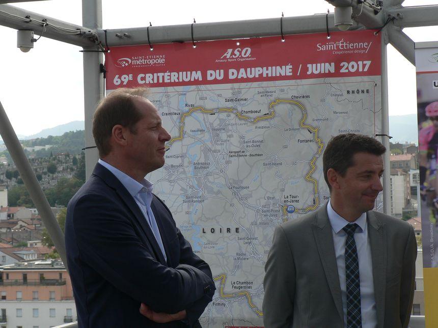 Gaël Perdriau et Chstian Prudhomme devant le carte du parcours - Radio France