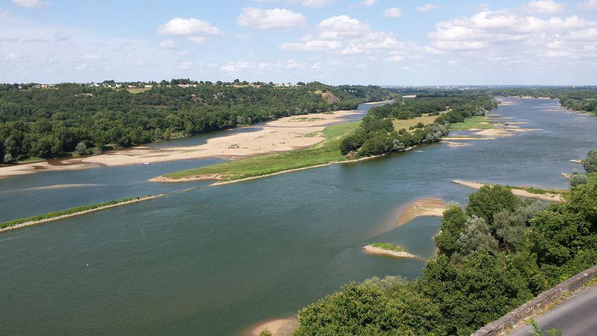 Les balades à vélo au bord de la Loire attirent les touristes étrangers