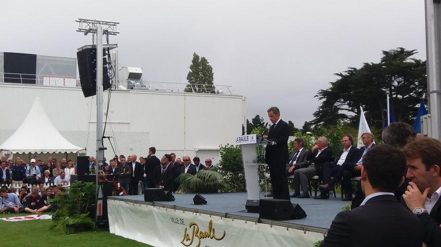 Nicolas Sarkozy à la tribune du campus des Républicains à La Baule.