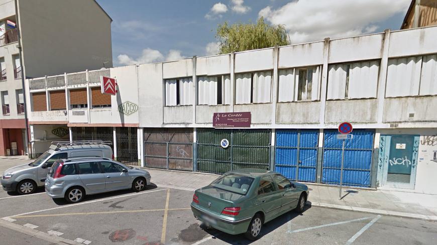 Au premier étage de ce bâtiment de la rue des Alliés, le squat où la jeune fille s'est électrocutée.