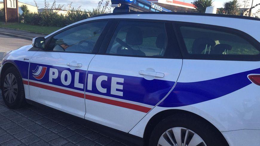 Le retraité de 70 ans a mis le feu à une voiture dans le centre-ville de Coutances, ce mercredi 31 août. Photo d'illustration.