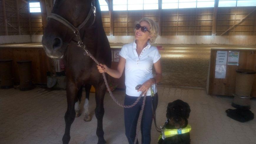 La cavalière Verity Smith, son cheval Kit, et son chien Uffa.