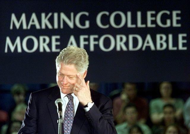 USA 2016 : Bill Clinton en meeting en 2000 sur le coût des études