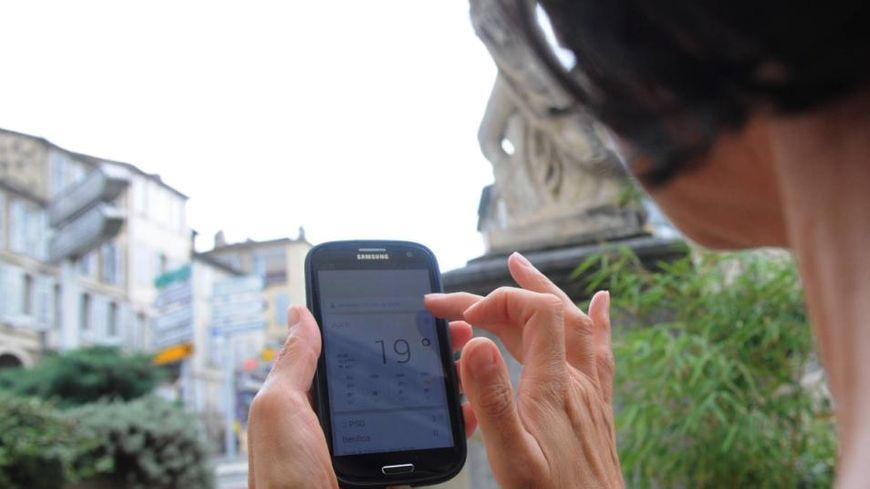 70 % des jeunes de moins de 30 ans avouent avoir du mal à quitter leur portable