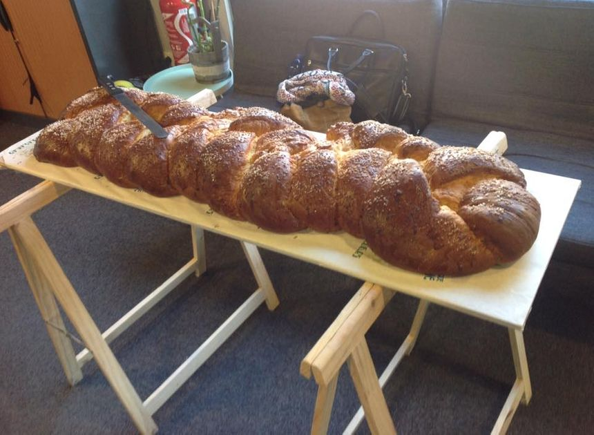 La brioche de 8kgs et d'1 mètre de long - Radio France