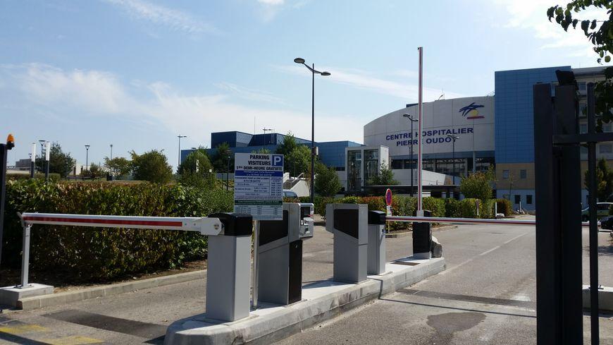 Les 600 places de parking devant le CHPO sont devenues payantes le 18 juillet, voilà bientôt 2 mois.