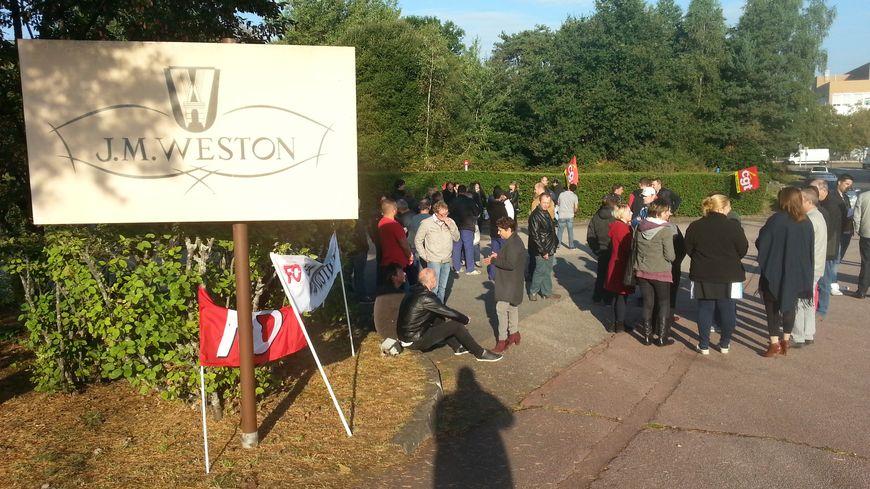 Une cinquantaine de salariés de Weston en grève mardi matin devant le site de Limoges