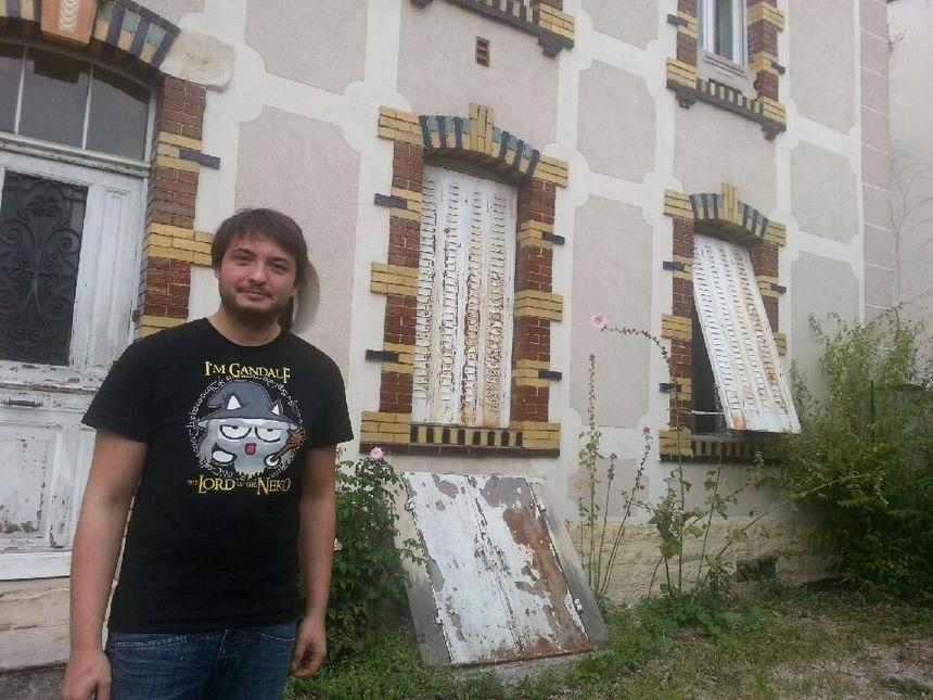 Jonathan habite en face du 15 rue Palliot, vendredi il est venu spontanément porter secours aux victimes. - Radio France
