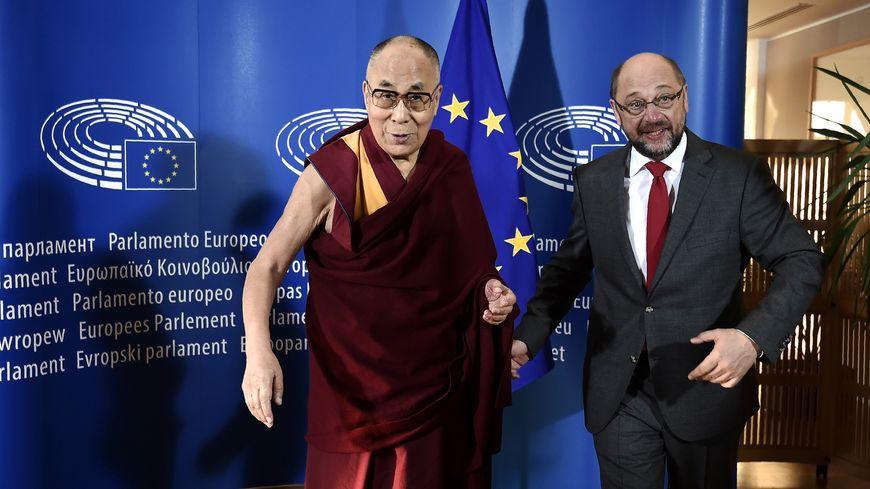 Le dalai lama et Martin Schultz, le président du Parlement européen, ce jeudi 15 septembre, à Strasbourg.