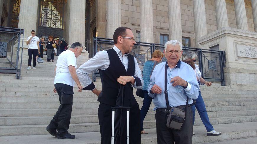 Jean Mercier et son avocat Me Boulay devant l'audience devant le palais de justice de Lyon.