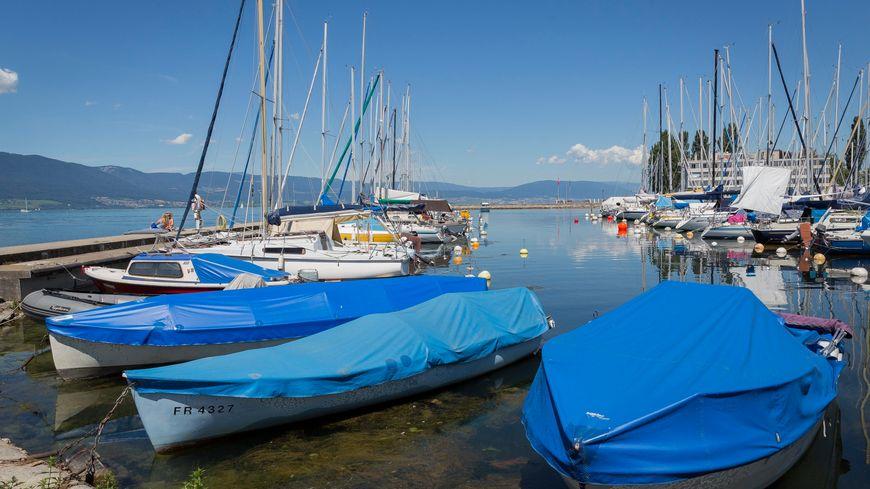Le lac de Neuchatêl en Suisse