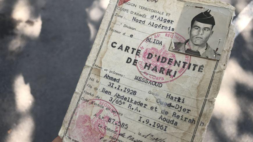 George Messaoud transporte toujours la carte d'identité de son père, Harki