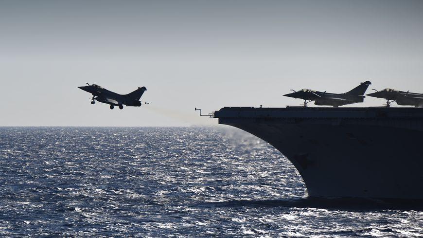 Huit Rafale ont décollé ce vendredi matin du porte-avions Charles de Gaulle,  pour participer à la bataille de Mossoul.