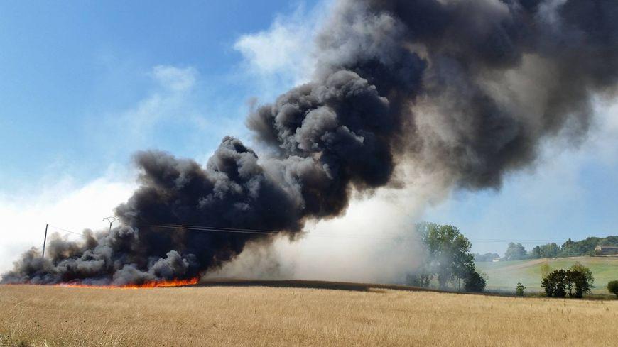 Des boues d'épandage ont pris feu à Nojals-et-Clotte vers 14 heures ce mercredi.