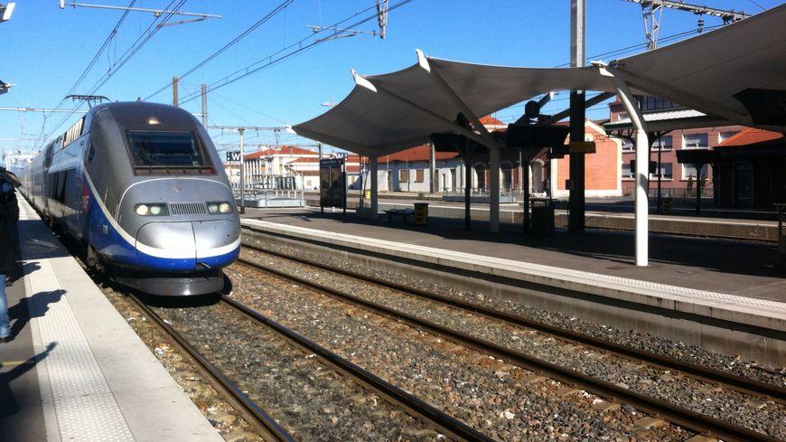 Un TGV en gare de Perpignan