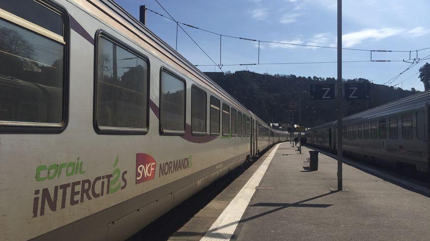 Les 90 passagers du Paris-Granville ont mis 9 heures pour rejoindre la Manche