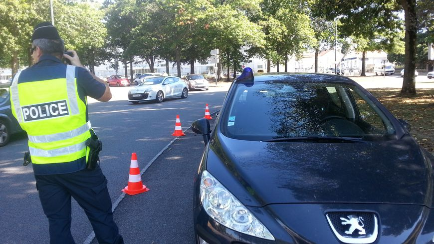 Une quarantaine de fonctionnaires de police sont postés en divers points de Nantes à la recherche de stupéfiants ou de véhicules volés.