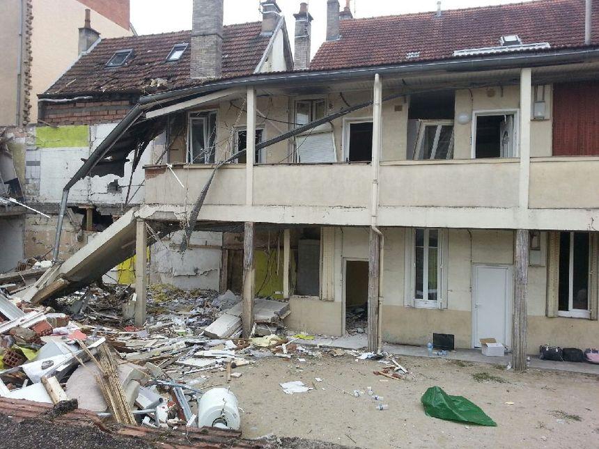 Les dégâts sont très importants à l'arrière-cour du 15 rue Pierre-Palliot - Radio France