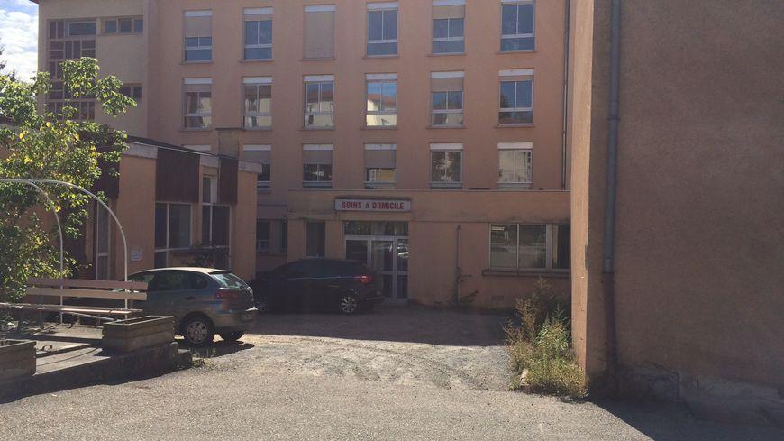L'ancien hôpital, où sont hébergés les réfugiés, est situé en plein centre-ville de Boën