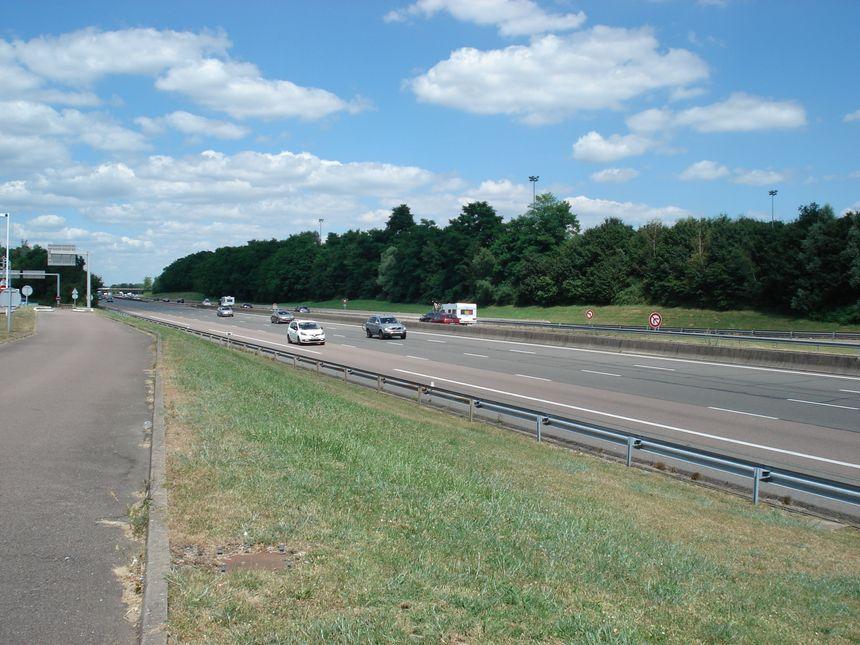 Vue sur une autoroute en Bourgogne - Radio France