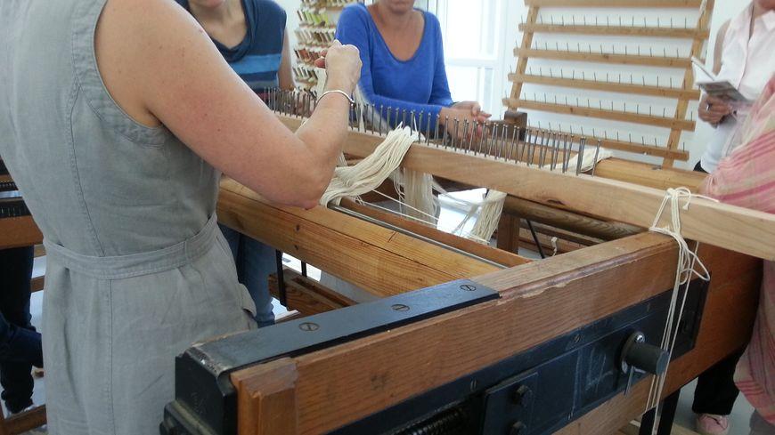Premier contact avec le métier à tisser et la technique de la chaîne