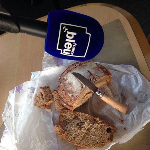"""Le """"pain village"""" de la boulangerie les secrets du vieux four à Viuz la Chiésaz - Radio France"""