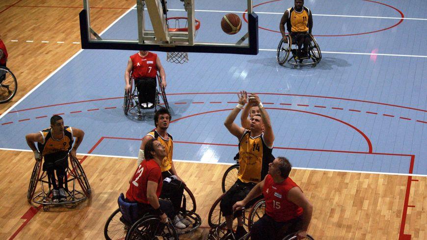 Le basket est le sport qui s'est ouvert le premier aux personnes handicapées dans les années 50 (Illustration)