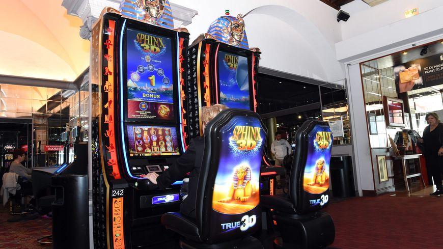 Des machines à sous au casino (illustration)
