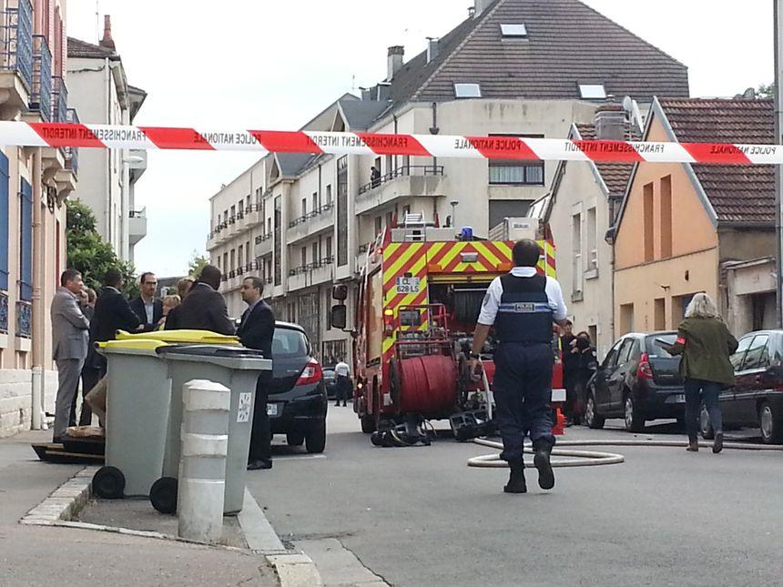 La rue Pierre Palliot à Dijon bouclée une bonne partie de la journée après une explosion au gaz - Radio France