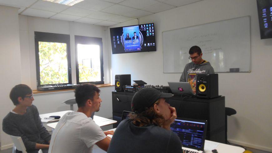L'école DJ Network a ouvert ses portes le 19 septembre à Nantes.