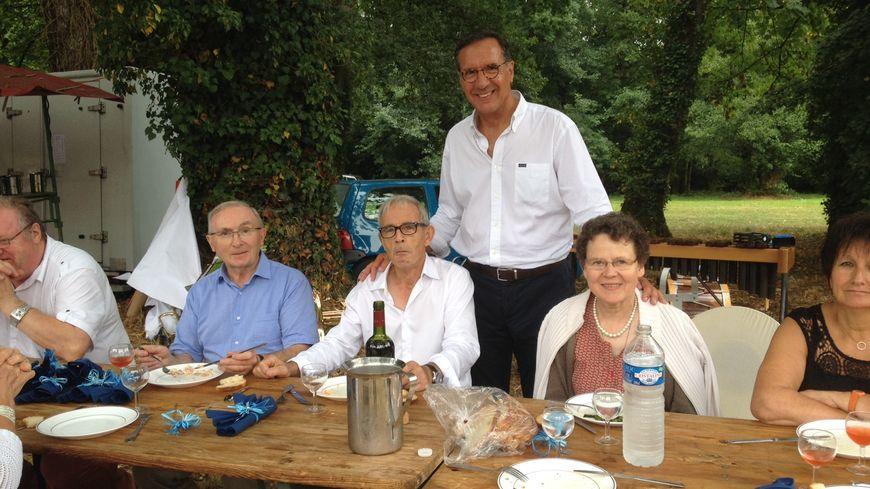 Yannick Favennec entouré de ses sympathisants à La Baroche-Gondouin