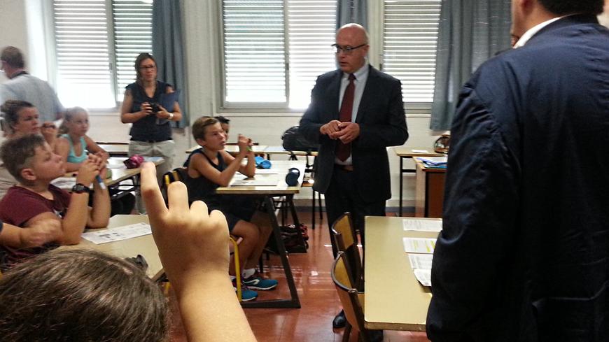 Le recteur d'Aix-marseile dans la classe de de 5° de latin-grec du collège Gauthier de Cavaillon