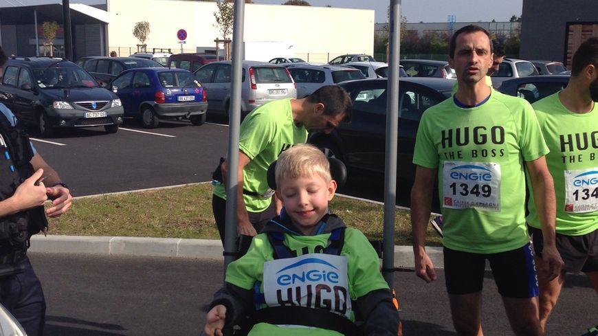 Hugo a déjà participé à une épreuve de course à pied, maintenant il se lance dans le triathlon.