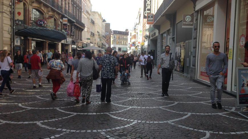 La braderie de Lille 2016 annulée, l'affluence en centre ville ce week-end comparable à un samedi de soldes.