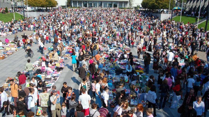 La foire St-Michel attire habituellement 150.000 personnes, ils devraient être trois fois moins cette année.