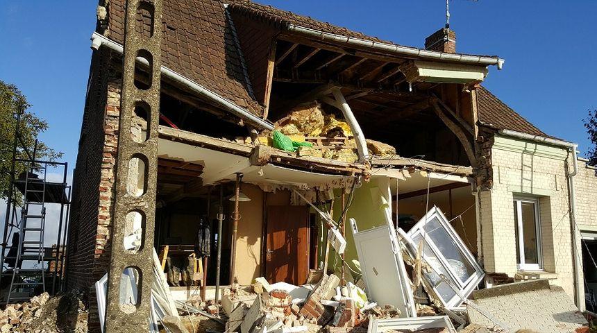 La façade de la maison s'est effondrée en pleine journée, alors que des travaux débutaient - Radio France