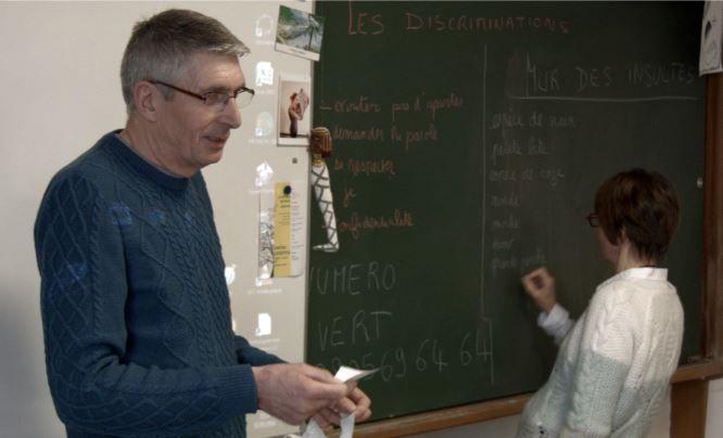 L'association Contact intervient aussi en milieu scolaire  - Radio France