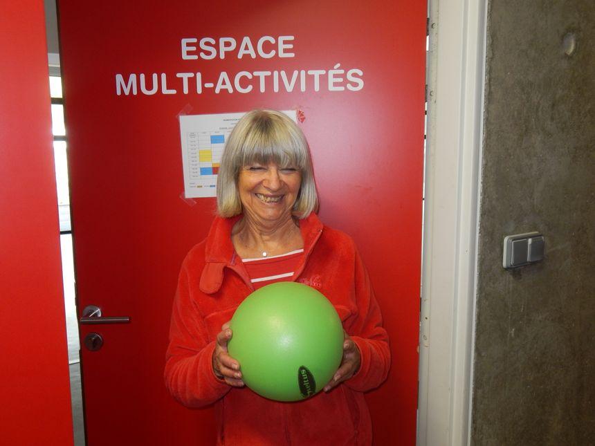 Françoise Valette pour le cours de Pilate,découverte et initiation,encadrement assuré par le club de gymnastique de Trélissac (Espace Rréma)   - Radio France