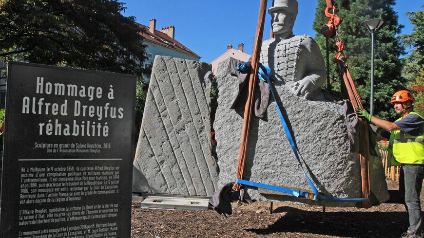 La statue d'Alfred Dreyfus est installée square Steinbach à Mulhouse