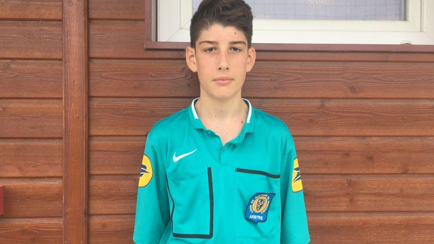 Jérémy, 16 ans, a suivi une formation d'arbitre en Ille-et-Vilaine, financée par le Stade Rennais