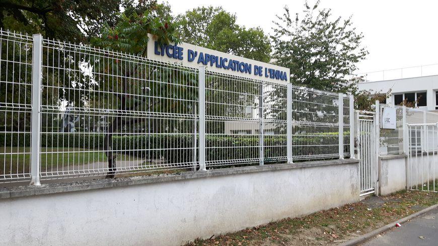 L'entrée des élèves au lycée l'ENNA de Saint-Denis