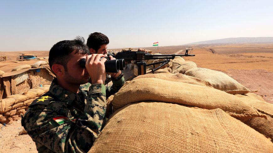 Des soldats irakiens à Bashiqa, à la frontière avec la zone sous contrôle du groupe Etat islamique, le 10 octobre 2016
