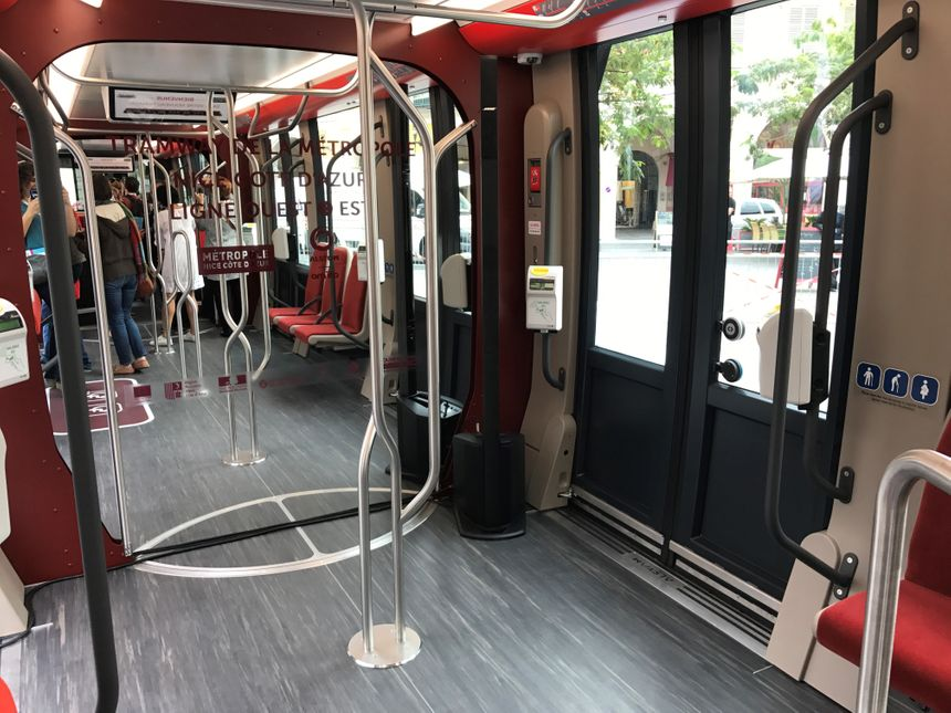 Le nouveau tramway de la ligne 2 - Radio France