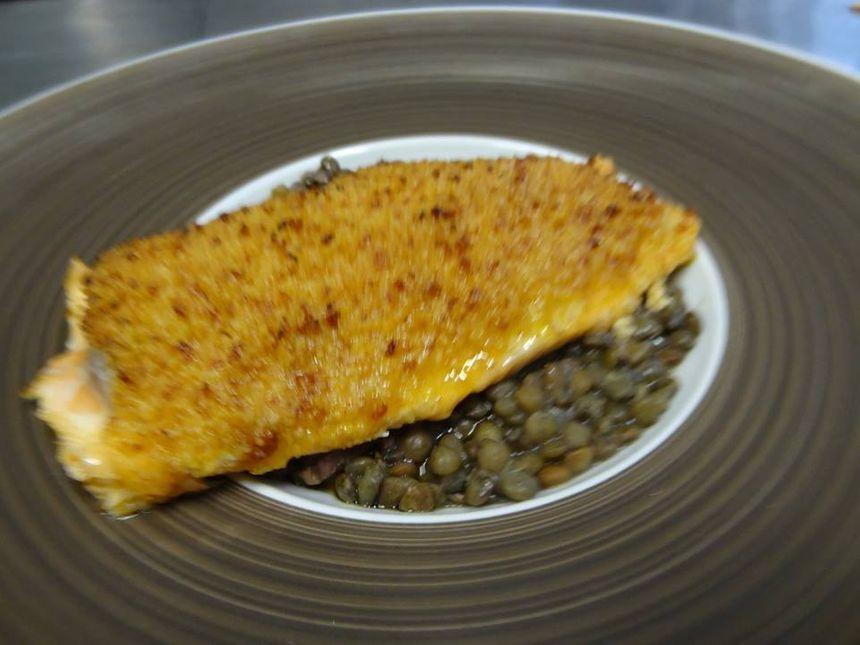 Filet de Truite en Croûte de Chorizo et Lentilles au Lard. - Radio France
