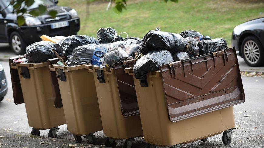 Ce lundi, il est possible de mettre tous les emballages plastiques dans la même poubelle sélective.